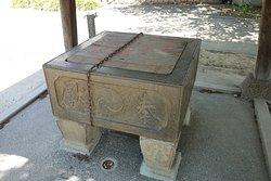 舎人氷川神社(手水鉢)