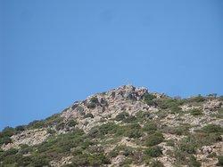 το σημείο που υπάρχει ο τάφος του Νικολάου (πρώτου ενορίτη, κατασκευαστή της μικρής εκλλησίας και αυτού που βρήκε την θαυματουργή εικόνα του αγίου)
