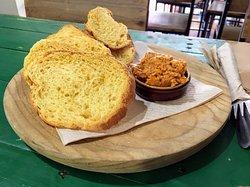 Almogrote e Pan bizcocho