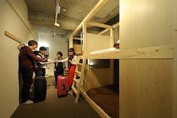 4人部屋共用バス