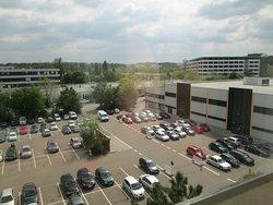 Blick auf den großen kostenfreien Parkplatz