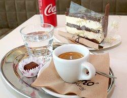 freshly roasted coffee, best coffee in town,best piece of cake
