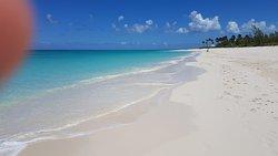 Bel villaggio su una spiaggia spettacolare / Beautiful village on a spectacular beach