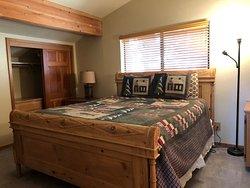 Scenic Wonders - Yosemite Crossing - upstairs bedroom