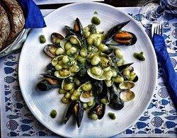 Chicche Ortomare con frutti di mare e crema di friarielli