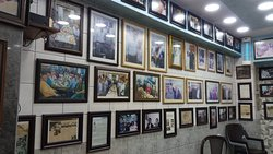 "Фото галерея знаменитостей, посещавших ресторан ""Hashem"""
