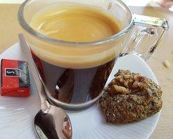 Le café avec le petit biscuit maison