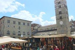 Piazza col mercato