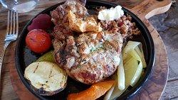 Pollo a la brasa con verduras