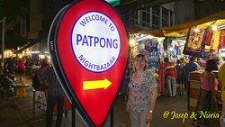 Entrada al mercado de Patpong