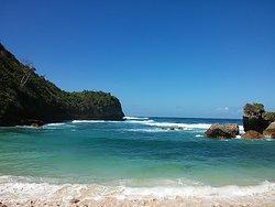Watu Leter Beach