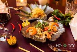 Das Ho Tay Restaurant in München bringt Dir die nordvietnamesische Esskultur und das authentische Lebensgefühl rund um den Westsee Hanois mit seinem Streetfood-Ambiente. Gönn Dir dieses Erlebnis und Gefühl und reserviere jetzt online oder telefonisch unter 089 90899278.  https://www.hotay.de/reservierung/