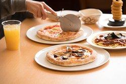 石窯で焼いたオリジナルピザは絶品