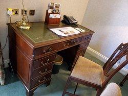 Parkland Suite working desk