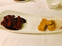 Stylish Chinese restaurant with award-winning dishes