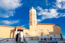 Mezquita en la Plaza Outa el Hammam al aterdecer
