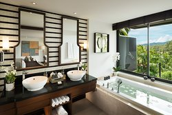 Deluxe Layan Suite