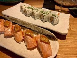 Niguiri flambeado de salmón y foie