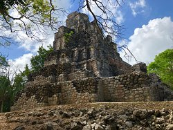 Beautiful ruins, get there when they open to avoid the tours