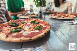 Pizza Margharita; tomaat, mozzarella, basilicum