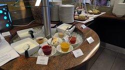 Riverside Restaurant im Crowne Plaza - Frühstück - sehr schöne Auswahl an Fruchtmarks für Joghurt, Quark usw.