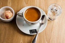 Café expresso. Café 100% arábica. (café gourmet). Adicione chantilly e se divirta.