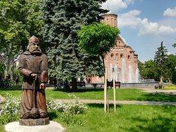 Чернигов. Илья Муромец, фонтан и красавица Пятницкая церковь - сквер Б. Хмельницкого.