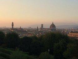Il punto di osservazione più famoso di Firenze per osservare la città...suggestivo al tramonto . .