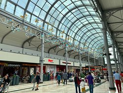 Grand centre commercial