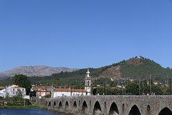 A ponte e a igreja.