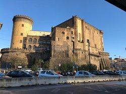 ヌオーヴォ城(アンジュー家の城)