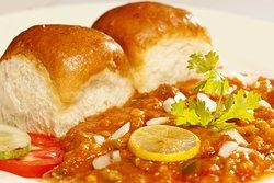 Serves super tasty Pav Bhaji