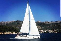 Navigare yacht sailing