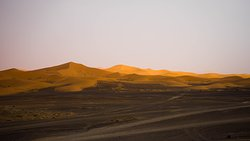 frenteira entre o deserto negro e as dunas de merzouga