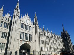 Marischal College in Aberdeen, a highlight of our city centre tours.