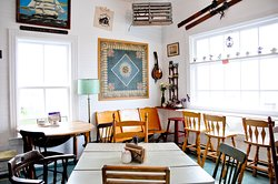 Great food, funky vintage decor, a few souvenirs for sale, welcoming atmosphere.