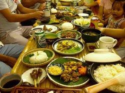Du khách dùng bữa tại Nhà hàng