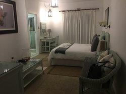 Wir hatten ein wunderschönes Zimmer mit sehr guten Betten.