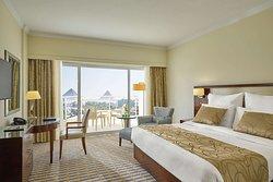 Steigenberger Pyramids Cairo - Deluxe Suite bedroom