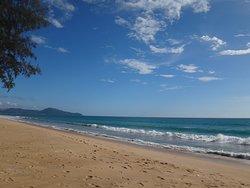 GWの時期は雨季の入りで波が高く遊泳はできません