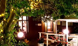 Romantic, intimate, stylish alfresco or indoor dining only @Saveur