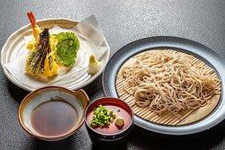 専門業者直送の常陸秋蕎麦 の天ぷらセットになります。 香りとのど越しを楽しんでください。