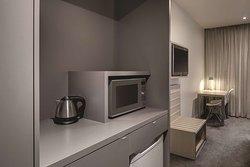 travelodge hotel docklands melbourne guest room kitchenette