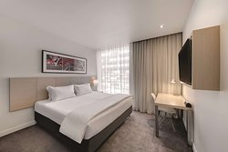travelodge hotel docklands melbourne guest room king