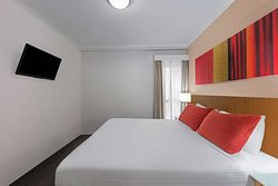 adina serviced apartments martin place premier one bedroom apartment bedroom king