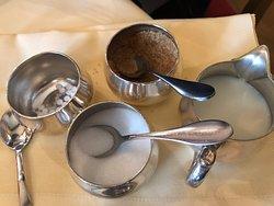 砂糖3種類とミルク