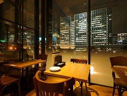 ディナータイムは、キタの夜景が窓一杯に広がります
