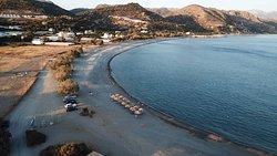 Ήσυχη περιοχή με δυο οργανωμένες παραλίες,  και εξαιρετικό ΔασοΣ  με τους κέδρους και την υποβρύχια σπηλια