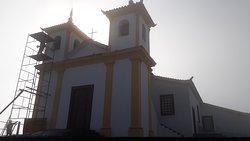 Até em manutenção a Basílica de Nossa Senhora da Piedade é linda!