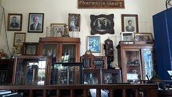 Objetos variados da centenária Farmácia Ideal